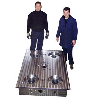 Basamento di grosse dimensioni per pressa stampaggio gomma - peso Kg 4200